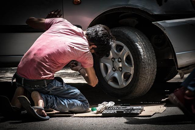 Olej do amortyzatorów samochodowych – jak dobierać, wymieniać?