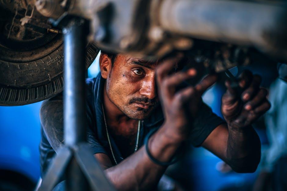 Sprężyny amortyzatorów samochodowych – objawy zużycia